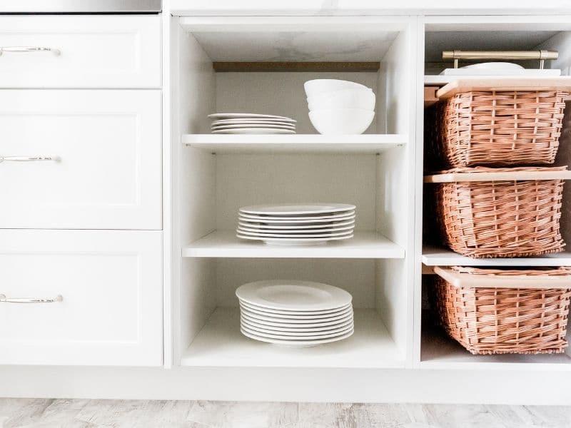 tidy kitchen shelves